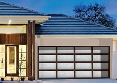 Inspirations® garage door - aluminium frame with aluminium Treadplate in Mill finish